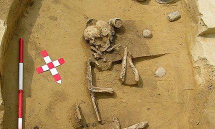 mujer prehistoria joyera