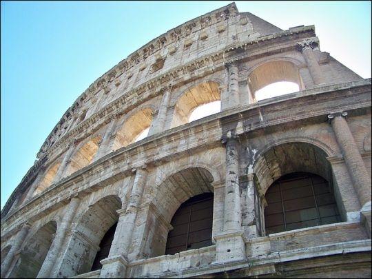 Una serie de frescos antiguos han aparecido dentro del Coliseo de Roma.