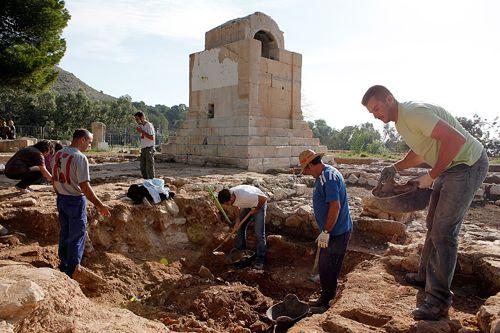Arqueólogos trabajando en Villajoyosa