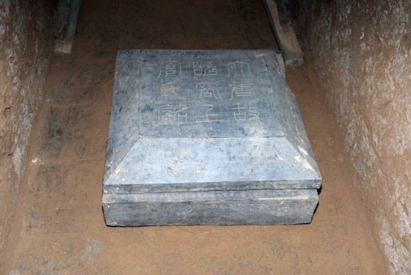 tumba femenina china