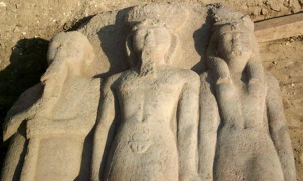 estatua ramses ii