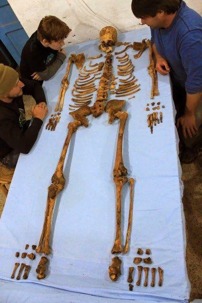esqueleto faraon senebkay