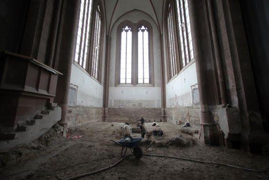 esqueleto iglesia antigua alemania