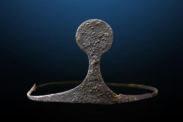 Diadema de plata encontrada en La Almoloya