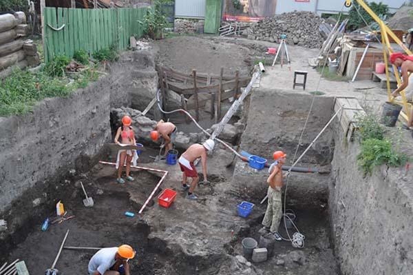 Excavaciones en Ukek. Crédito:  Dmitriy Kubankin