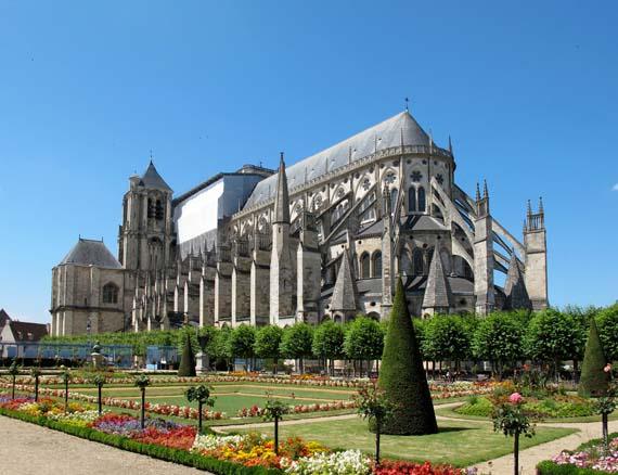 El hierro, material empleado para reforzar la estructura de las catedrales góticas.