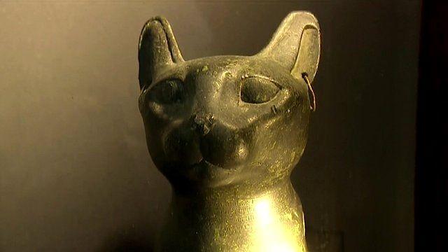 Gato de bronce egipcio de 2.500 años de antigüedad.