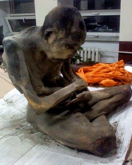 Monje tibetano momificado encontrado en Mongolia.