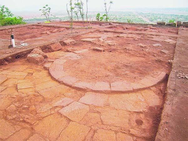Estupa Budista del siglo I hallada en India.