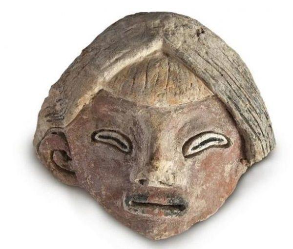 Uno de los rostros hallado junto a la estatuas en Caral.