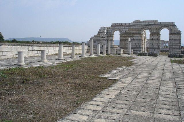 Gran Basílica de Pliska, Bulgaria. Crédito: Wikimedia.