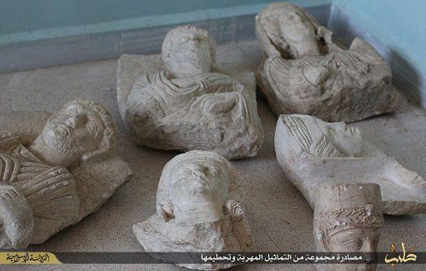Estatuas interceptadas por EI y destruidas posteriormente. Crédito: IBT