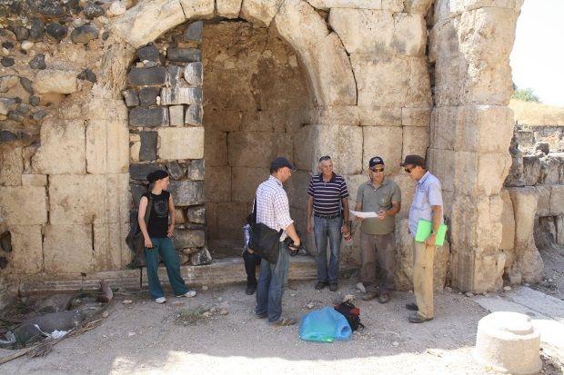 Arqueólogos observan el palacio del Primer Califato a restaurar en el Mar de Galilea