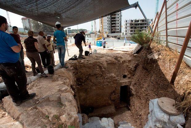 Arqueólogos israelíes trabajan en los baños de 2.000 años