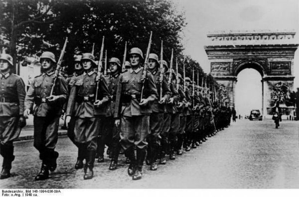 Ejército nazi entrando en París