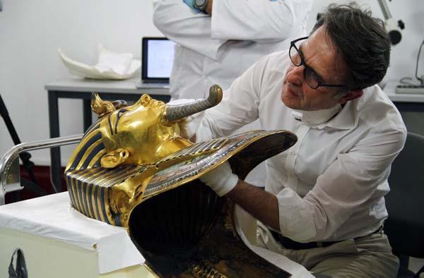 Los expertos ya han iniciado los trabajos de restauración de la máscara de Tutankamón. Crédito: Museo Egipcio.