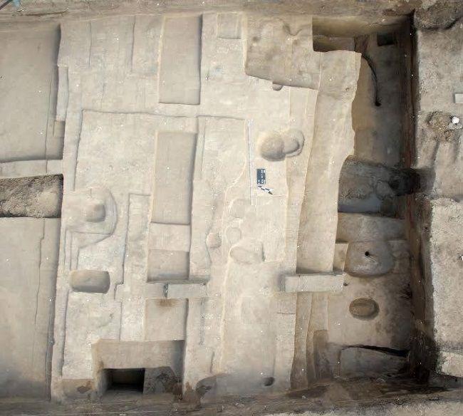 Esta gran pared descubierta en Egipto formaba parte de la ciudad de Avaris. Crédito: Ministerio de Antigüedades.