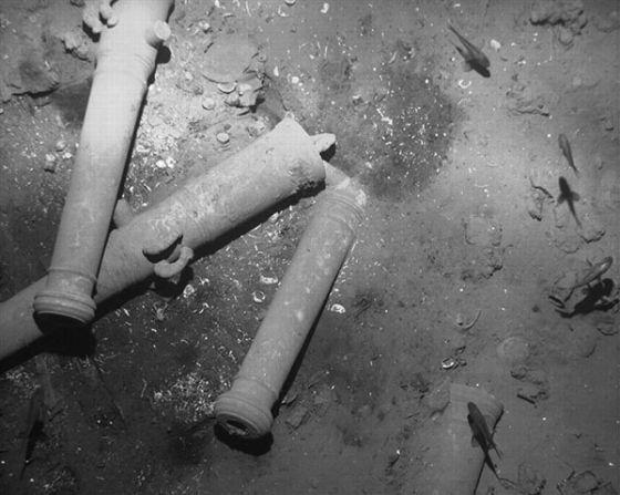 Cañones en el fondo del mar caribeño del galeón San José