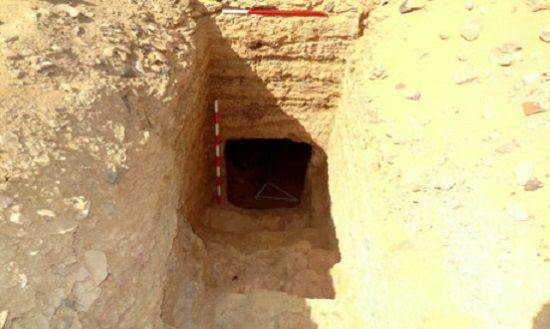 Tumba excavada en las rocas encontrada en Asuán.