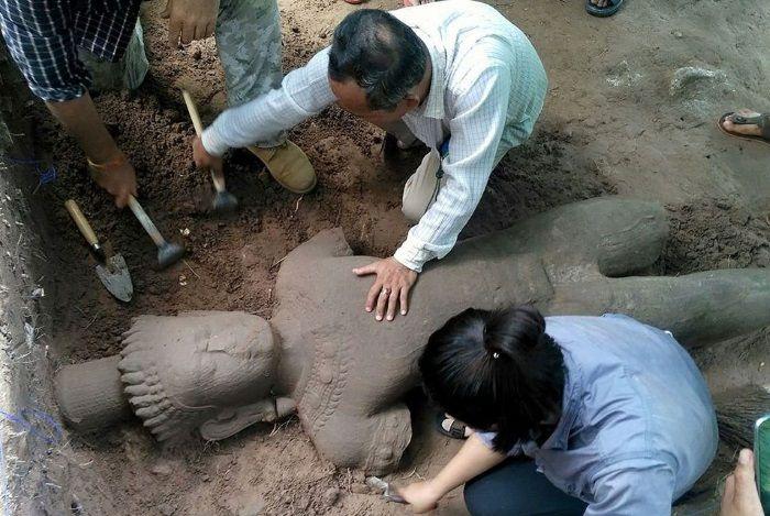 estatua angkor