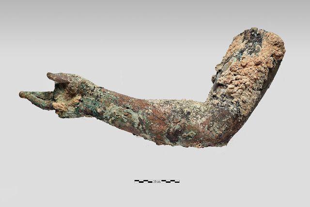 brazo estatua bronce