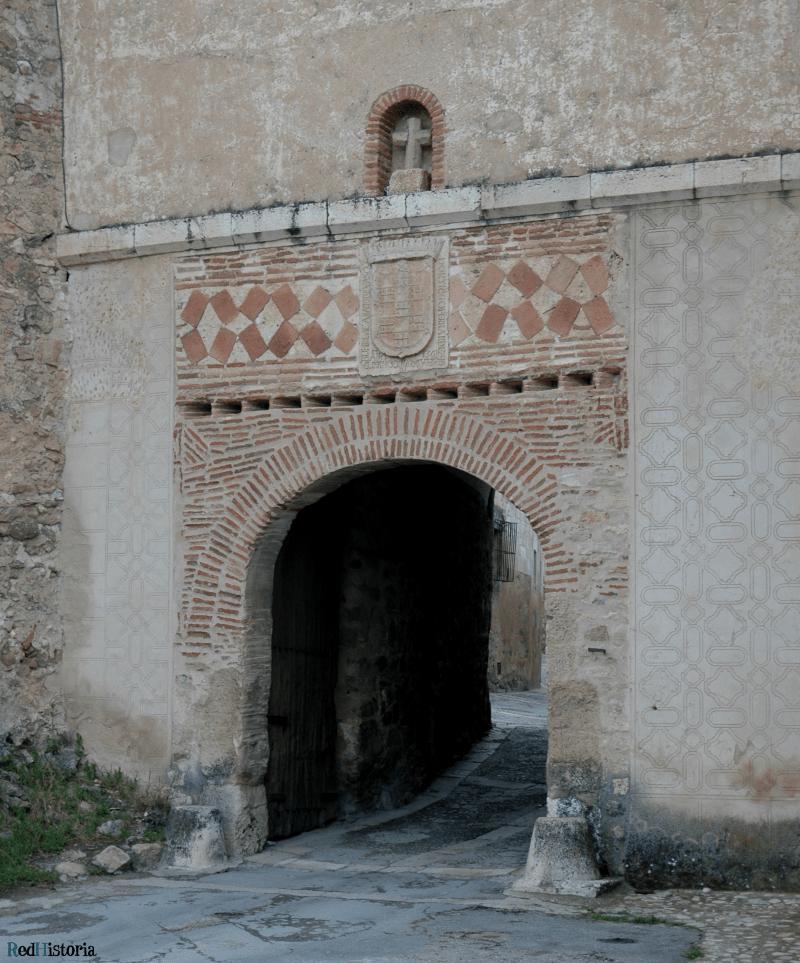 puerta acceso pedraza