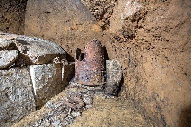 Encuentran una tumba con una armadura intacta en Japón