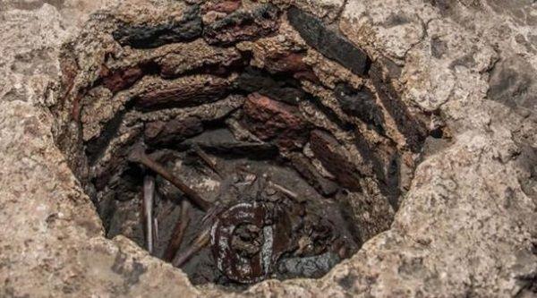 entierro niño azteca
