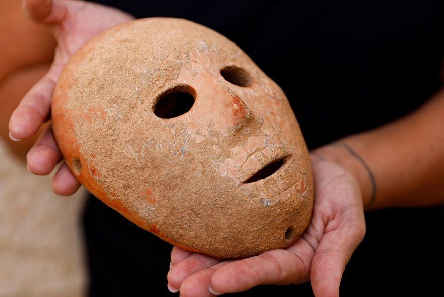 mascara piedra neolitico israel