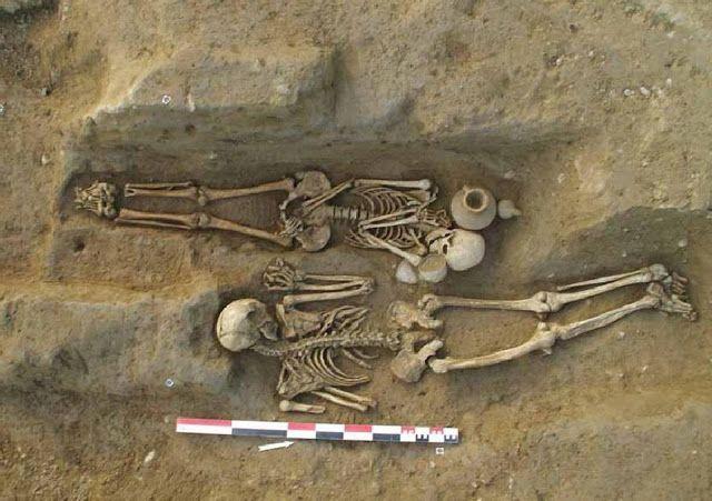 esqueletos etruscos romanos corcega