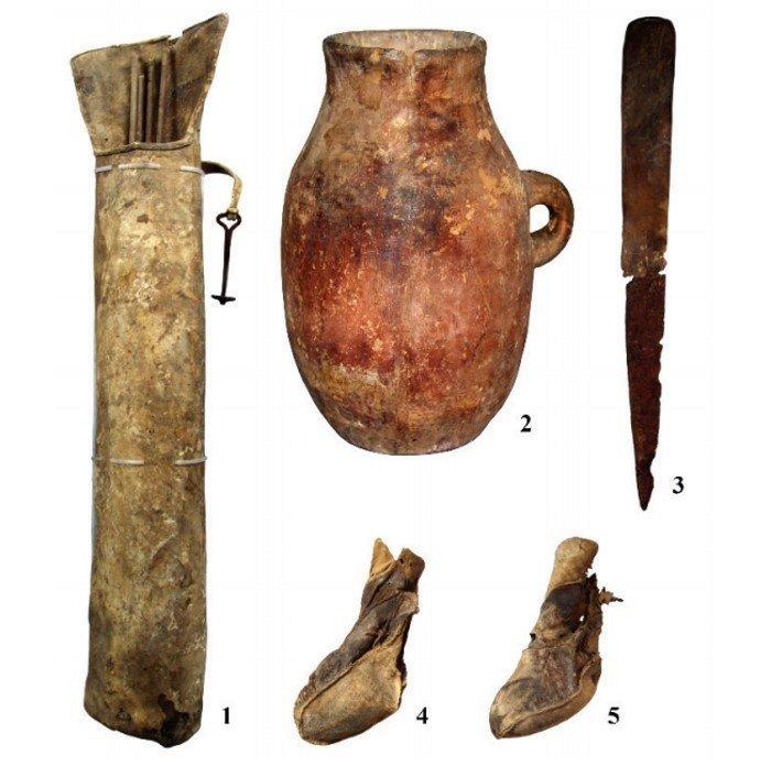 objetos enterramiento mongolia