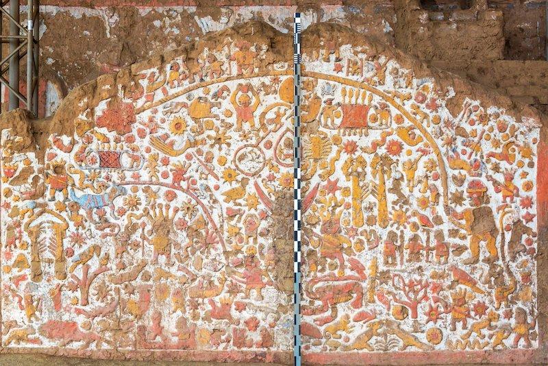 mural huaca de la luna moche peru