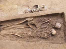 esqueletos china abrazados